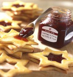 Des petits sablés à la confiture, que vous pourrez faire facilement grâce à l'emporte-pièces spécial Biscuits à la confiture.