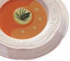 Bisque de tomate de vigne grillée, yogourt et basilic à l'huile vierge
