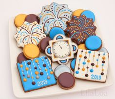 New Year's Eve 2019 : LilaLoa: New Year's Eve Cookies - Georgeanne has created the most fun set of NYE cookies - Quotes Boxes Fancy Cookies, Iced Cookies, Cute Cookies, Holiday Cookies, Cupcake Cookies, Sugar Cookies, Cupcakes, Cookie Icing, Royal Icing Cookies
