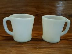 Condition is Pre-owned. Coffee Mugs Vintage, Black Coffee Mug, Coffee Mug Sets, Mugs Set, Glass Coffee Cups, Tea Cups, Chip And Dip Sets, Vintage Fire King, Currier And Ives