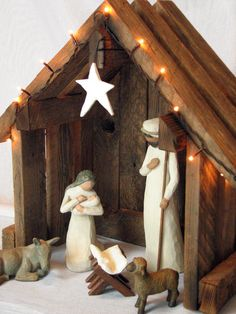 Nativity Creche Stable Reclaimed Barnwood - For Willow Tree LOVE! I cannot wait to start collecting willow tree nativity and this would be so great to go with it! Willow Tree Nativity Set, Nativity Creche, Nativity Stable, Willow Tree Figurines, Christmas Nativity Scene, Nativity Crafts, Noel Christmas, Christmas Projects, All Things Christmas