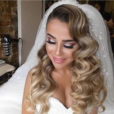 Waves Wedding Hairstyle - Vintage Waves Wedding Hair to Die for In 2019 - design for Waves wedding hairstyle ideas to rearange your interior and make your lovely home more shine  Beach Waves Hairstyle, How To Create Be. Wedding Hairstyles For Long Hair, Bride Hairstyles, Vintage Hairstyles, Hairstyle Ideas, Hairstyle Wedding, Wedding Headband, Short Hair, Vintage Waves Hair, Vintage Curls
