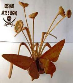 Piantina di fiori con farfalla in legno d'ulivo