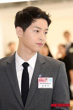 Honorary Tourism Ambassador Song Joong Ki Hangs