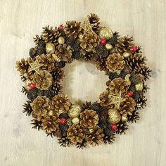 """Polubienia: 3, komentarze: 1 – Liliana Jasińska (@lilidekor.pl) na Instagramie: """"Świąteczny wianek #xmas #święta #christmas #christmaswreath #dekoracje #natural #szyszki #pinecones…"""""""
