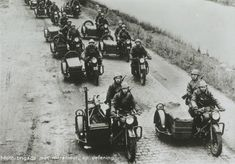 Holland - May dutch motorbike Hussars - pin by Paolo Marzioli Ww2 Pictures, Historical Pictures, British Motorcycles, Vintage Motorcycles, Motorcycle Camping, Camping Gear, Dutch Netherlands, War Dogs, German Army