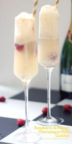 This is a luxurious grown-up version of those ice-cream floats I had when I was little. #Masterofmixes #Barista #Champagnelover #DeliciousDrinks #Icecream #Yummy #Cocktails #Champagne #Champagneoclock #Mixology Best Summer Cocktails, Winter Cocktails, Fun Cocktails, Frozen Drink Recipes, Non Alcoholic Drinks, Beverages, Snack Hacks, Champagne Drinks, Ice Cream Floats