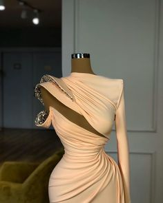 not a easy game Prom Girl Dresses, Event Dresses, Formal Dresses, Prom Party Dresses, Stunning Dresses, Beautiful Gowns, Pretty Dresses, Gowns Of Elegance, Mode Style