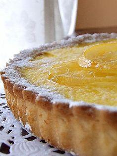 """Ho scoperto solo ieri che questa torta dovrebbe essere una """"tarte au citron"""". Dico dovrebbe in quanto non ne ho mai prepararta una in tutt..."""