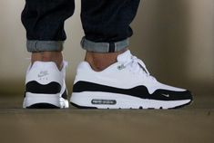 Chaussure Nike Air Max 1 Ultra Essential Black White (4)