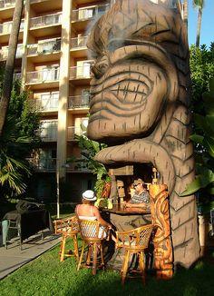 Tiki bar - Tiki Oasis - I want this in my backyard. Bars Tiki, Tiki Art, Tiki Tiki, Tiki Bar Decor, Tiki Lounge, Vintage Tiki, Tiki Torches, Tiki Room, Hula Girl