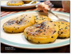 NO밀가루~ 식어도 굳어지지 않는 고구마찹쌀호떡 Asian Desserts, Asian Recipes, Healthy Recipes, Ethnic Recipes, Korean Dishes, Korean Food, Korean Rice, K Food, Rice Snacks