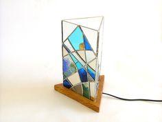 Lampe en vitrail Tiffany triangulaire ton bleu et blanc : Luminaires par saccharine