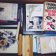 Et gammelt billede fra min Iphone: En flyttekasse med gode bøger.  #mitkbh #bøger #klassikere #classics