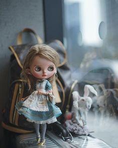 刀田一 (@luludao_ph) • Instagram photos and videos Barbie, Alice In Wonderland Cakes, Dream Doll, Through The Looking Glass, Custom Dolls, Big Eyes, Blythe Dolls, Beautiful Dolls, Diy Clothes