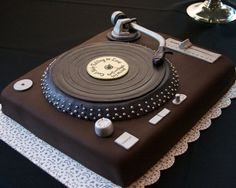 Unique music, guitar and turntable Groom's cake pictures, ideas and designs 3 - The best unique creative wedding, baby, bridal shower and birthday cake designs ideas and photos Unique Birthday Cakes, Unique Cakes, Creative Cakes, 40th Birthday Cake For Men, Music Birthday Cakes, 40th Cake, Dj Cake, Cake Art, Cupcake Cakes
