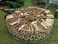 You want to build a outdoor firewood rack? Here is a some firewood storage and creative firewood rack ideas for outdoors. Outdoor Firewood Rack, Firewood Shed, Firewood Storage, Stacking Firewood, Stacking Wood, Wood Store, Building A Shed, Outdoor Projects, Outdoor Living