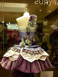 Although it may seem inconceivable, there was a time when paper dresses were made for real women to wear. In the dresse. Paper Clothes, Paper Dresses, Paper Bag Princess Costume, Dress Form Mannequin, Mannequin Art, Recycled Dress, Newspaper Dress, Paper Fashion, Recycled Fashion
