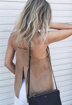 Loving suede everything this fall minimal chic || @sommerswim
