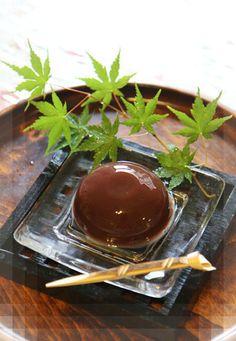 日本人のおやつ♫(^ω^) 夏は水饅頭!Entertaining  Party Menu- Japanese Food-Japanese Sweets, wagashi, Agar perfect! Soft adzuki-bean jelly そうね 安いやつはアガーだよね