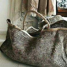 Love these bags from - Beautifully relaxed hand woven raffia XXL beach bag 🌴🌴in rustic toned natural tea colour… Great summer bag by homeware shop, Bell & Ford. 227 Me gusta 13 com best market or beach bag. hand woven the traditional way. Alice Bag, Sac Week End, Boho Bags, Basket Bag, Summer Bags, Summer Wear, Knitted Bags, Fashion Bags, Purses And Bags