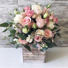 Wedding centerpieces diy wood floral arrangements 62 ideas for 2019 Spring Flower Arrangements, Beautiful Flower Arrangements, Floral Centerpieces, Spring Flowers, Wedding Centerpieces, Beautiful Flowers, Artificial Floral Arrangements, Rose Arrangements, Flower Box Gift