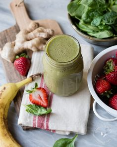 Wake up your mouth with this Strawberry Ginger Zinger Green Smoothie   www.simplegreensmoothies.com