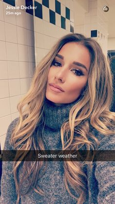 JJD hair and makeup inspo Messy Hairstyles, Pretty Hairstyles, Hairstyle Ideas, Hair Ideas, Jesse James Decker, Jessie James Decker Hair, Hair Game, Looks Style, New Hair