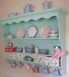 Best shabby chic home kitchens shelves ideas Pink Shelves, Shabby Chic Shelves, Shabby Chic Homes, Shabby Chic Interiors, Shabby Chic Furniture, Painted Furniture, Diy Deco Rangement, Deco Pastel, Retro Home Decor