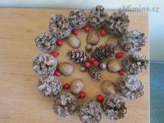eMimino.cz - Detail fotky Christmas Wreaths, Detail, Holiday Decor, Home Decor, Decoration Home, Room Decor, Home Interior Design, Home Decoration, Interior Design