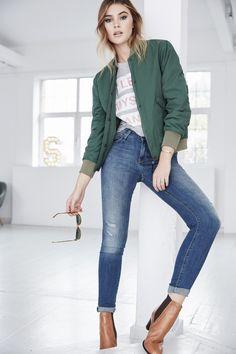 eb30dd2dd4383e In urbaner Lässigkeit präsentiert Sich Model und  aboutyoude Idol Stefanie  Giesinger in Ihren Lieblingslooks von ABOUT YOU.