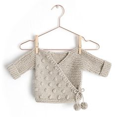 How to make a Knitted Kimono Baby Jacket – Free knitting Pattern & tutorial Related Learn to Knit an adorable Kimono Punto for Baby with this Tutorial and pattern . Ravelry: Kimono NUR pattern by Marta Porcel Jak udělat Baby pletené Kimono Jacket - vz Baby Cardigan Knitting Pattern, Baby Knitting Patterns, Baby Patterns, Crochet Jacket, Vogue Patterns, Crochet Cardigan, Vintage Patterns, Vintage Sewing, Sewing Patterns