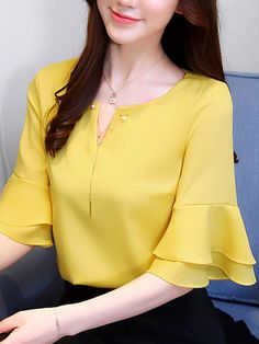 Classy Work Outfits, Office Outfits Women, Sleeves Designs For Dresses, Dress Indian Style, Professional Dresses, Fashion Line, Short Tops, Shirts For Girls, Blouses For Women