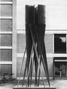 BRIGITTE AND MARTIN MATSCHINSKY-DENNINGHOFF SCULPTURE IN FRONT OF THE CHEMISTRY BUILDING AT FREIE UNIVERSITÄT BERLIN, 1983