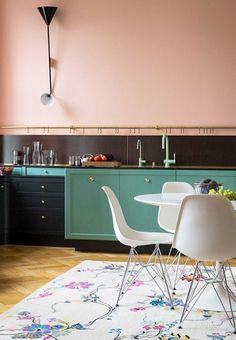 barra-porta-oggetti-in-cucina