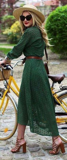 Vestito verde, le scarpe da abbinare - Vestito verde lungo con sandali cuoio block heels