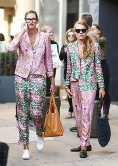 Jenna Lyons & Courtney Crangi bring it with pj dressing! (2016)