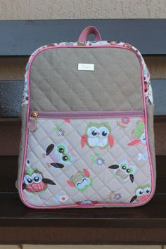 Best 12 *applique, bag handles too – Page 439312138635113407 My Bags, Purses And Handbags, Drawstring Bag Tutorials, Toddler Backpack, Backpack Pattern, Baby Sewing Projects, Kids Bags, Wash Bags, Zipper Bags