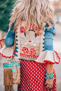 The ultimate bohemian jeans jacket you need to get your hands on now! The ultimate bohemian jeans jacket you need to get your hands on now! Hippie Style, Estilo Hippie Chic, Mode Hippie, Bohemian Mode, Bohemian Style, My Style, Bohemian Gypsy, Bohemian Clothing, Bohemian Dresses
