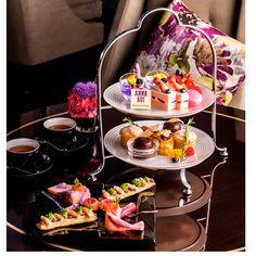 東京マリオットホテルがファッションブランド「ANNA SUI」とコラボし、1F「ラウンジ&ダイニング G」にて、『フローラル ジュエル アフタヌーン ティー&カクテル with ANNA SUI』を実施中だ。