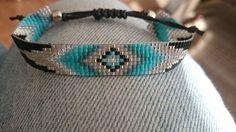 Pour le bracelet jai delicas Miyuki japonais (taille 11/0, env. 1,6 mm) est utilisé. En conclusion, jai un curseur fait de corde de bougie avec lequel vous pouvez ajuster le bracelet si facile. La largeur du bracelet est denviron 1,3 cm.  Si vous voulez commander ce bracelet, sil vous plaît envoyer un message avec votre taille de poignet s.v.p. afin que je puisse faire le bracelet personnalisé pour vous.  Afin de garder le joli bracelet, vous pouvez parier mieux ne pas compter dans leau…