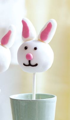 These irresistibly cute Easter bunny cake pops are so quick - with fondant icing and vanilla buttercream, they made a charming alternative to chocolate.