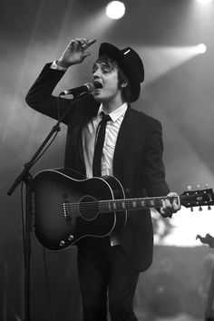 Ok, I like guys that dress like this. This being Pete Doherty.