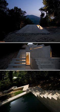 Tolo House built on a steep hill / Alvaro Leite Siza