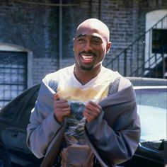 A collection of Hip-Hop and Grime artists. Tupac Shakur, 2pac, Tupac Pictures, Rare Pictures, Tupac Wallpaper, Grime Artists, Tupac Makaveli, Freestyle Music, Hip Hop Art