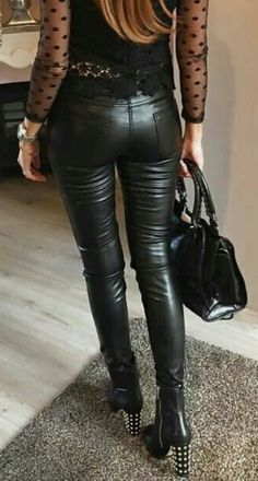 Leather Tights, Tight Leather Pants, Leather Pants Outfit, Leather Trousers, Sweet Jeans, Jeans En Cuir, Jean Sexy, Leggings And Heels, Leder Outfits