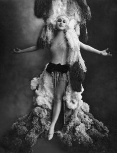 Revue-Tänzerin, Berlin, 1924