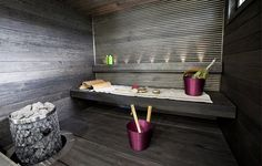 Beautiful sauna and great color highlights through the accessories