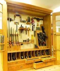 Amazing Tool Cabinet.. More Woodworking Projects on www.woodworkerz.com