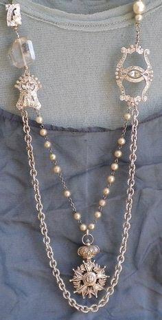 Diana Frey/ I'd have to tweak this a bit…beads need to be symmetrical and the plain chain needs something. Diana Frey / I & # moet dit een beetje aanpassen … kralen moeten symmetrisch zijn en de gewone ketting heeft iets nodig. Old Jewelry, Jewelry Crafts, Jewelry Art, Beaded Jewelry, Jewelery, Vintage Jewelry, Jewelry Accessories, Jewelry Necklaces, Jewelry Design